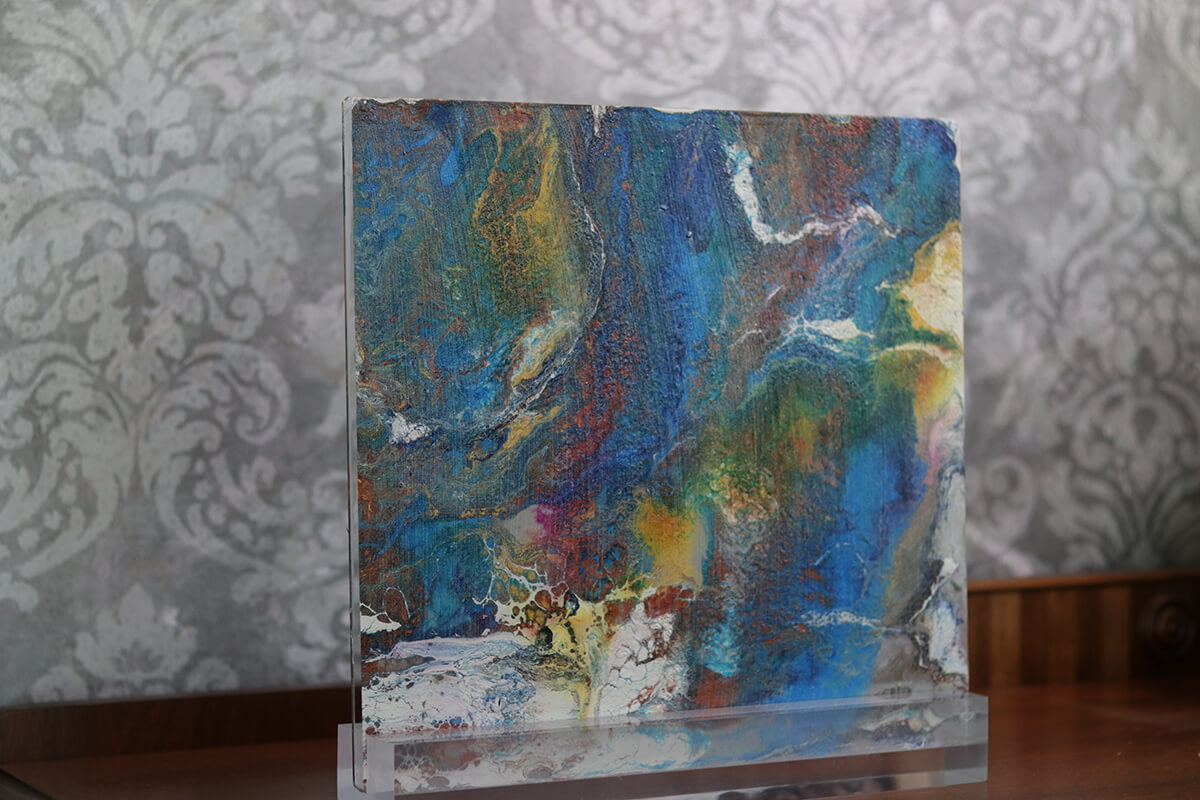 Acrylic-Sculpture-on-Stand2